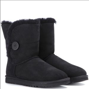 Uggs Mini Bailey Black Boots with Button Sz 7